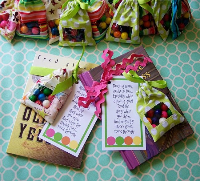 Cutest reading game- make a pouch and use gum to encourage summer reading.