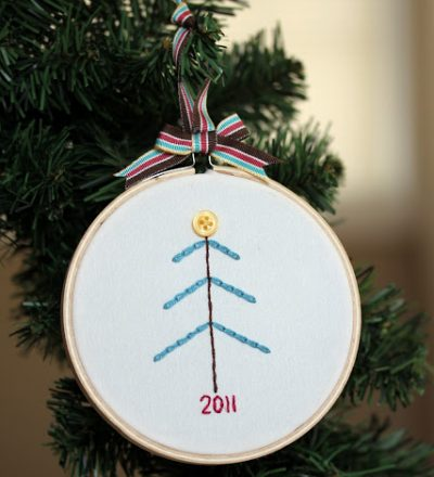 Learn to chain stitch - make this cute Christmas ornament. via www.thirtyhandmadedays.com