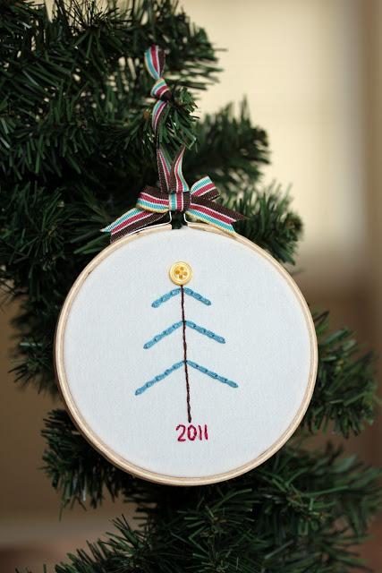 Learn to chain stitch - make this cute Christmas ornament. via www.thirtyhandmadedays.com