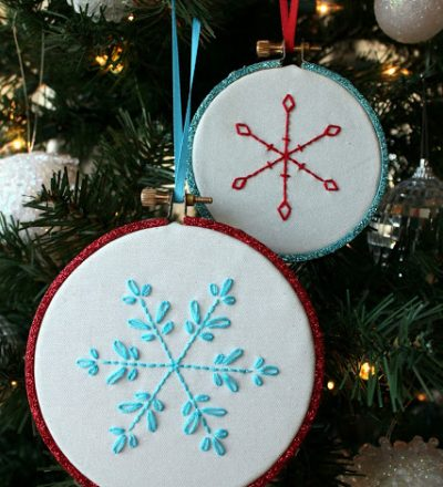 Perfect for the holidays - use these embroidery snowflake patterns to make adorable Christmas ornaments. www.thirtyhandmadedays.com