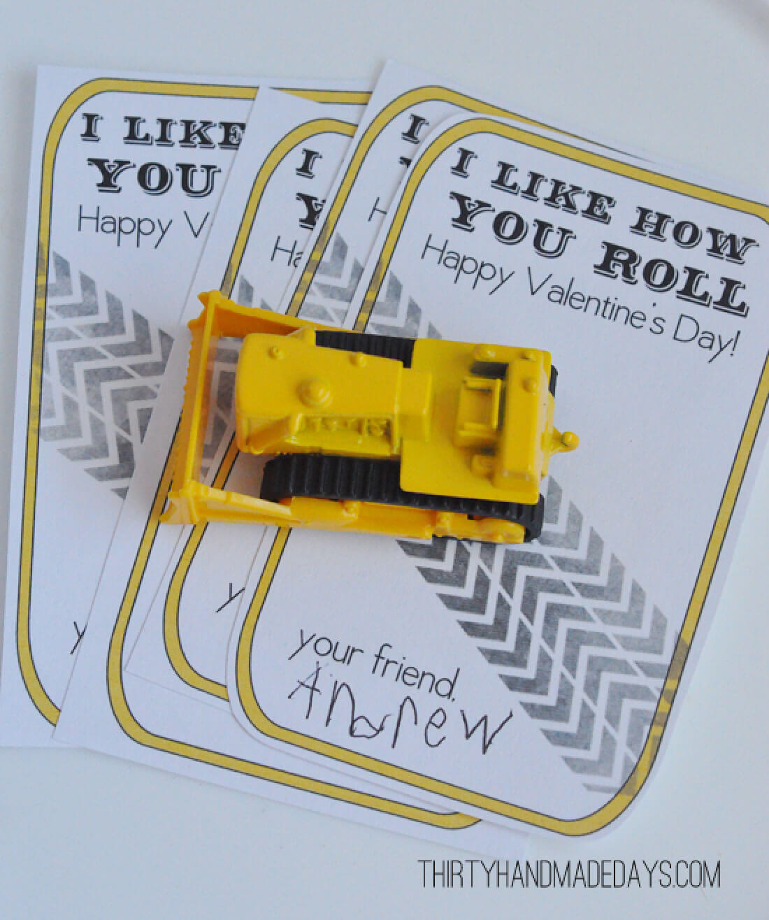 "Printable Valentines Day Ideas - this ""I like how you roll"" is perfect for boys! www.thirtyhandmadedays.com"
