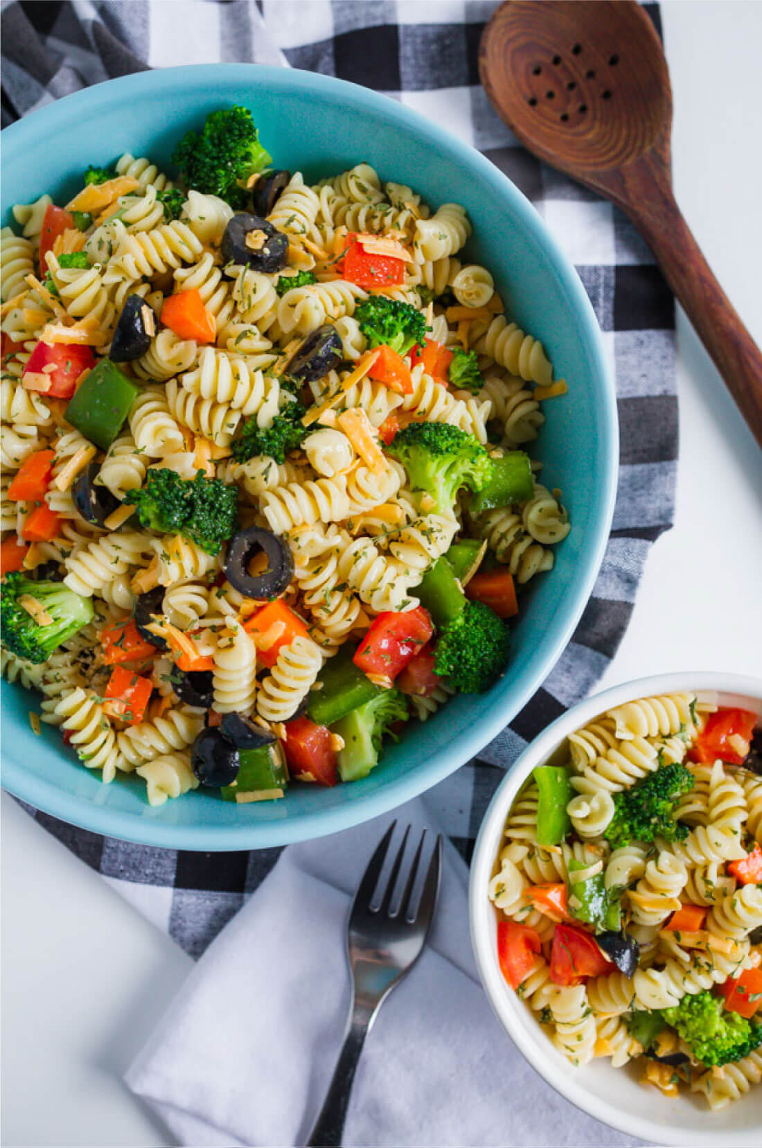 Mom's Pasta Salad Recipe - one of my all time favorites. from www.thirtyhandmadedays.com