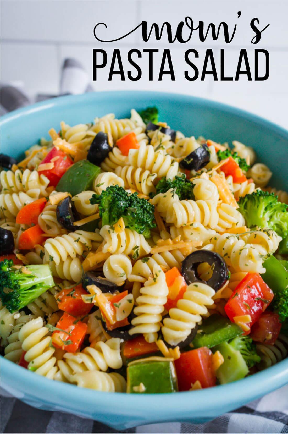 Mom's Pasta Salad Recipe - one of my all time favorites. www.thirtyhandmadedays.com