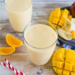Super easy smoothie recipe to make - how to make a mango smoothie! via www.thirtyhandmadedays.com