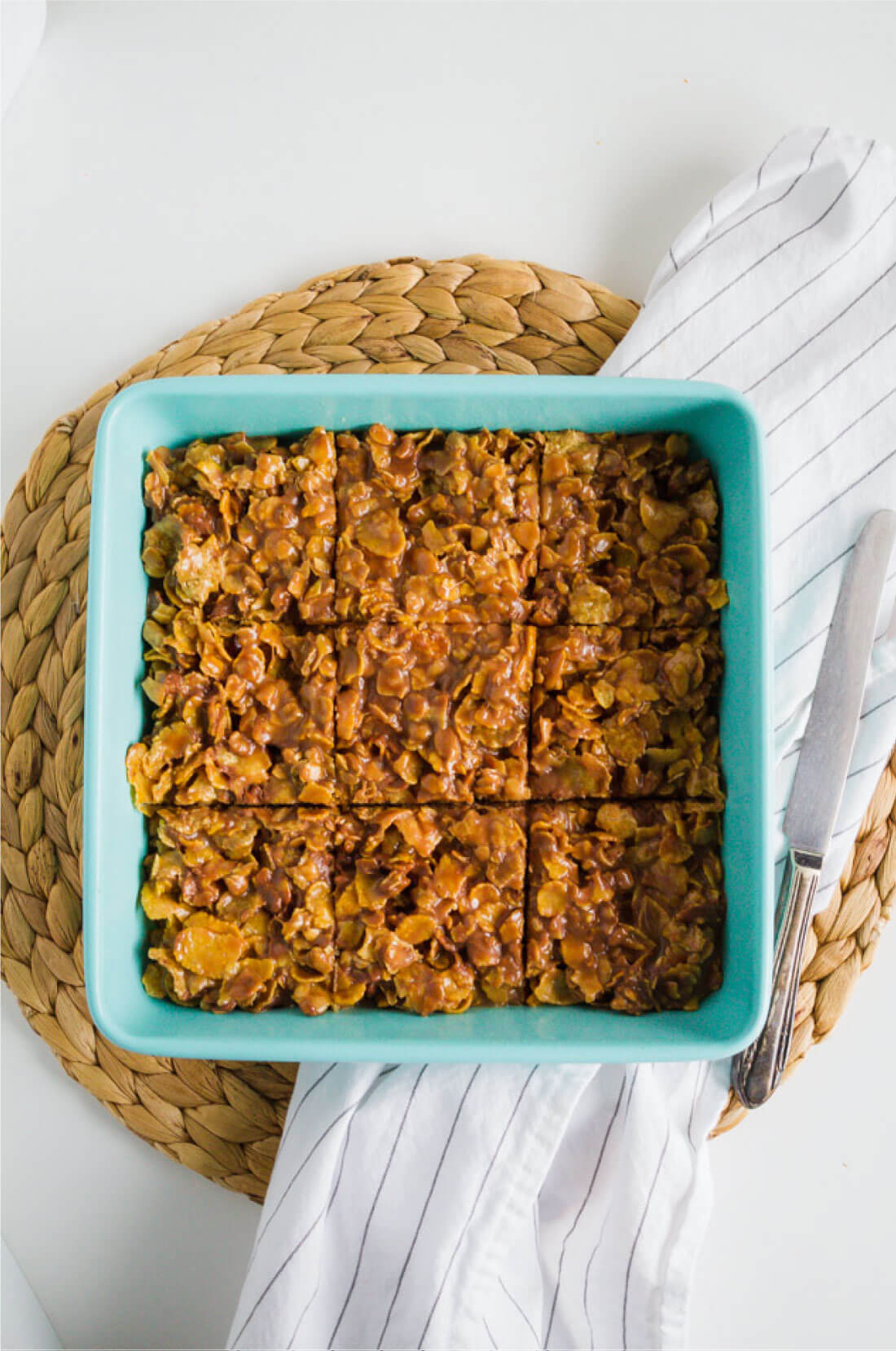 Easy and sweet cereal bars- make for a dessert or for an after school snack. Your family will love this simple recipe! www.thirtyhandmadedays.com