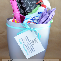 Housewarming Gift: Cleaning Bucket with Printable www.thirtyhandmadedays.com