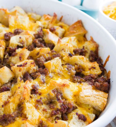 Overnight Breakfast Casserole - make this breakfast recipe ahead of time and pop it in the oven on the morning of. SO good! via www.thirtyhandmadedays.com