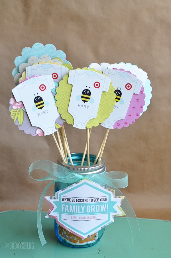 Baby shower gift idea with printable www.thirtyhandmadedays.com
