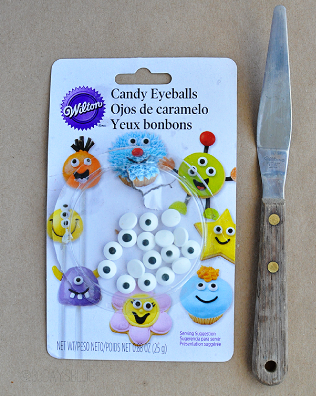 Halloween Food Ideas supplies- googly eyes and spatula www.thirtyhandmadedays.com