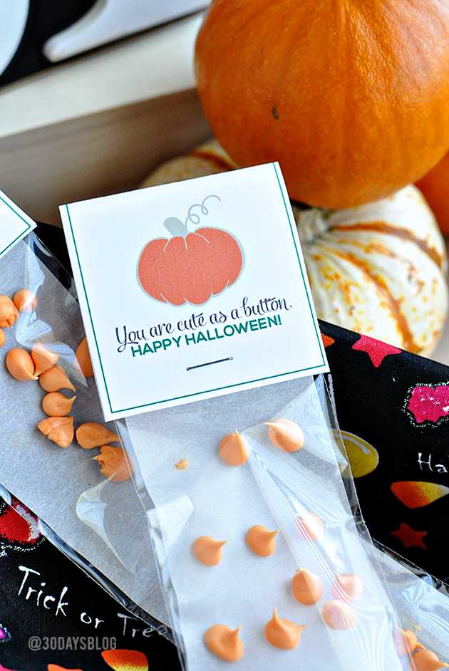 """Halloween Candy Buttons with Printable - """"You're cute as a button"""" www.thirtyhandmadedays.com"""