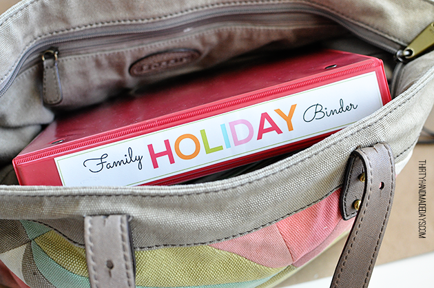 Mini Holiday Binder that fits nicely into my purse.  Love it! www.thirtyhandmadedays.com