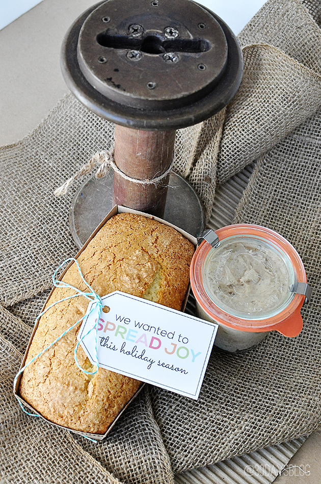 Holiday Gift Ideas: Printable Spread Joy tag with bread and honey butter www.thirtyhandmadedays.com