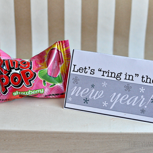 "Let's ""ring in"" the new year - fun printable gift card holder from www.thirtyhandmadedays.com"