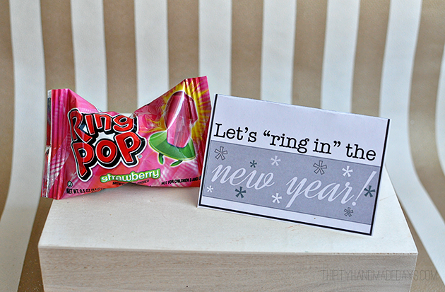 """Let's """"ring in"""" the new year - fun printable gift card holder from www.thirtyhandmadedays.com"""