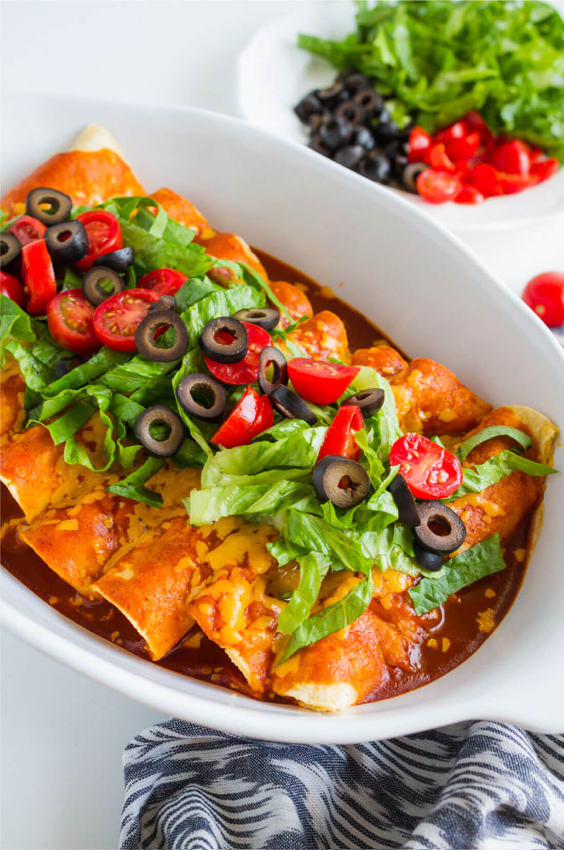 Easy Homemade Beef Enchiladas - a yummy main dish recipe that your whole family will love from www.thirtyhandmadedays.com