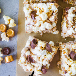 With a handful of ingredients and under ten minutes you get these amazing Candy Popcorn Treats with Rolos. www.thirtyhandmadedays.com