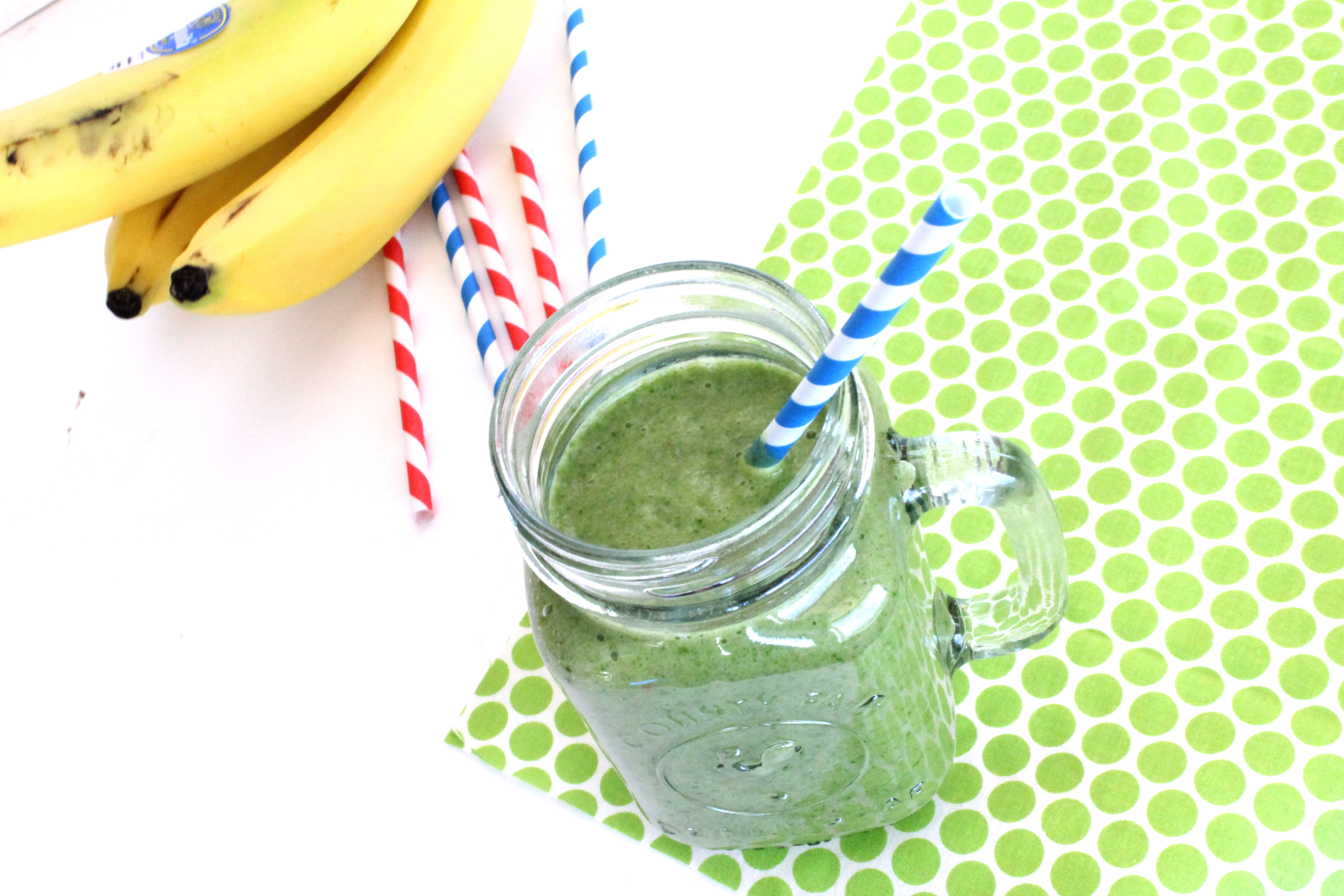 Easy & delicious green smoothie! | Thirty Handmade Days