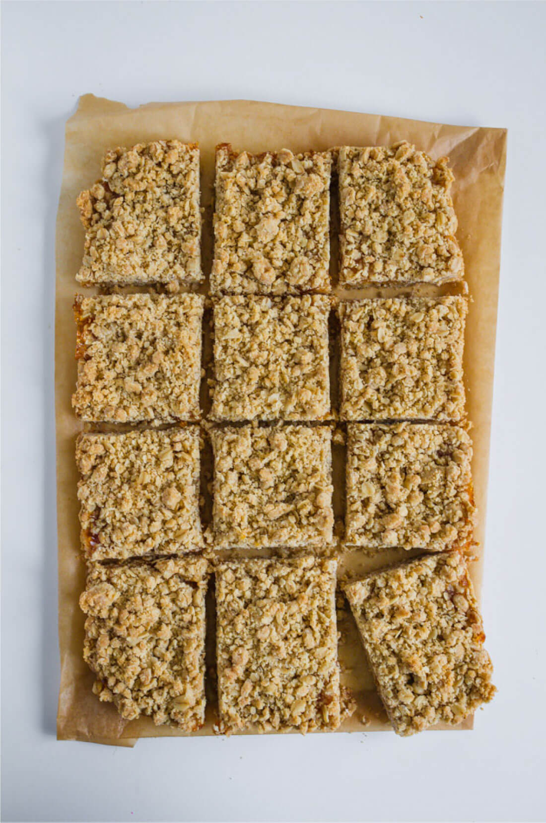 Apricot Crumb Bars - simple to make and oh so tasty www.thirtyhandmadedays.com