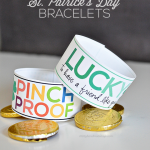 Simple St. Patrick's Day Printable Bracelets --- www.thirtyhandmadedays.com