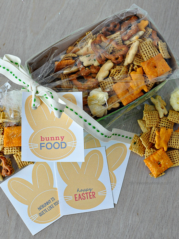 "Fun Easter gift idea- ""Bunny Food"" with  cute printable tags 