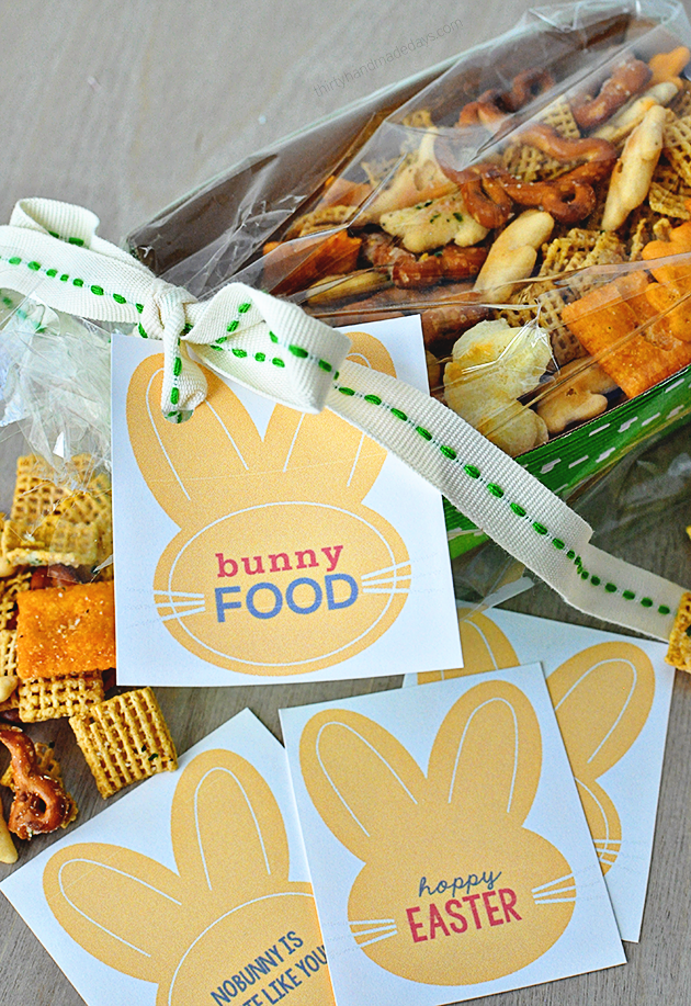 "Fun Easter gift idea- ""Bunny Food"" with  cute printable tags. www.thirtyhandmadedays.com"