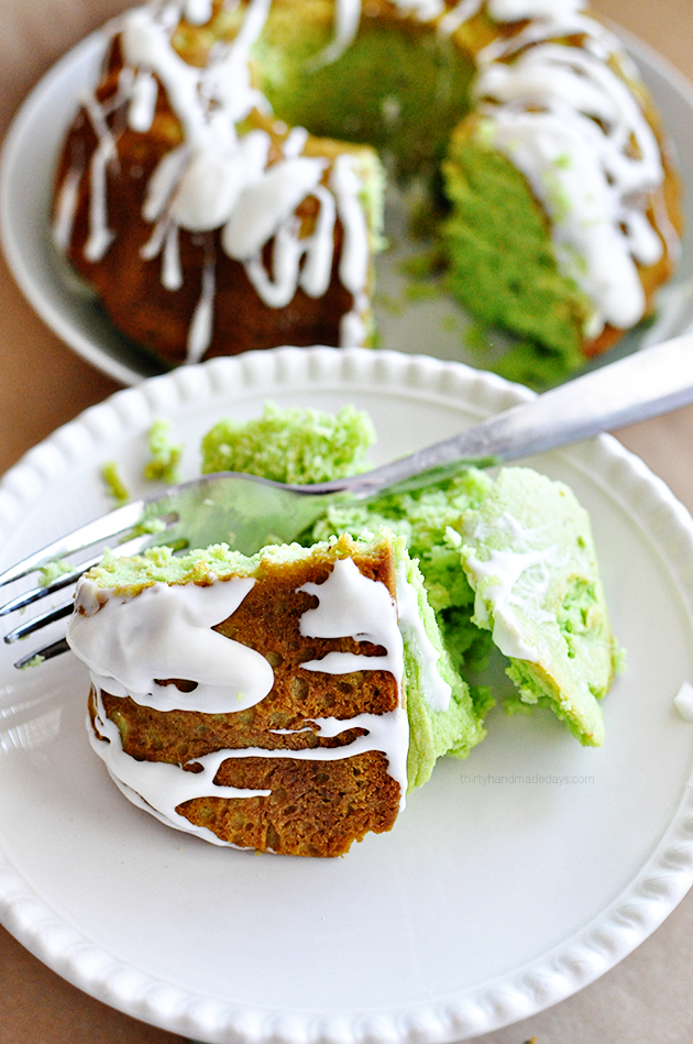 Light & delicious Pistachio Bundt Cake with Cream Cheese Glaze from www.thirtyhandmadedays.com