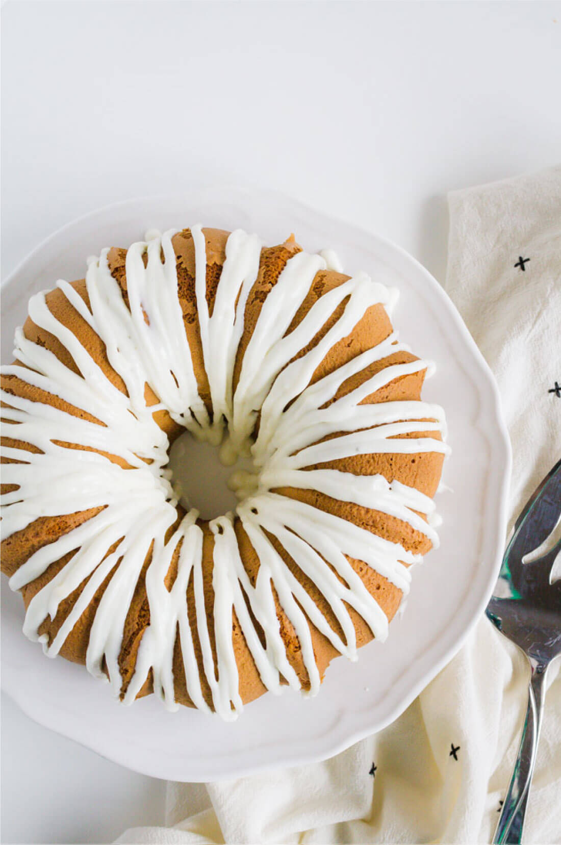 Pistachio Cake with Cream Cheese Glaze - a fun cake recipe for spring. from www.thirtyhandmadedays.com