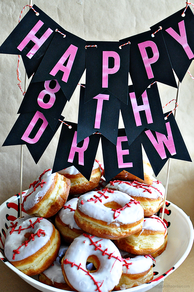 Make your own baseball donuts- so cute and easy to make.  Perfect for snack, team party or birthday party!  Plus a cute birthday banner.