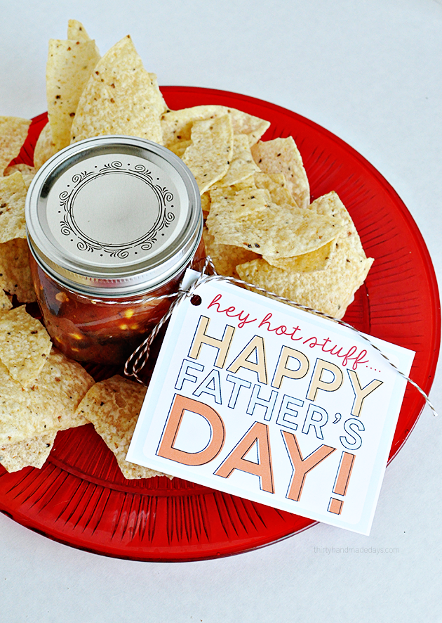 Printable Father's Day Tags - Salsa and chips gift idea from www.thirtyhandmadedays.com