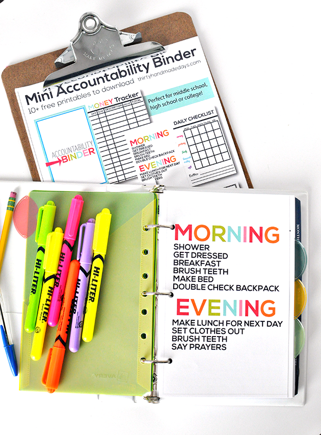 Printable Mini Accountability Binder - perfect for junior high, high school and college students! www.thirtyhandmadedays.com
