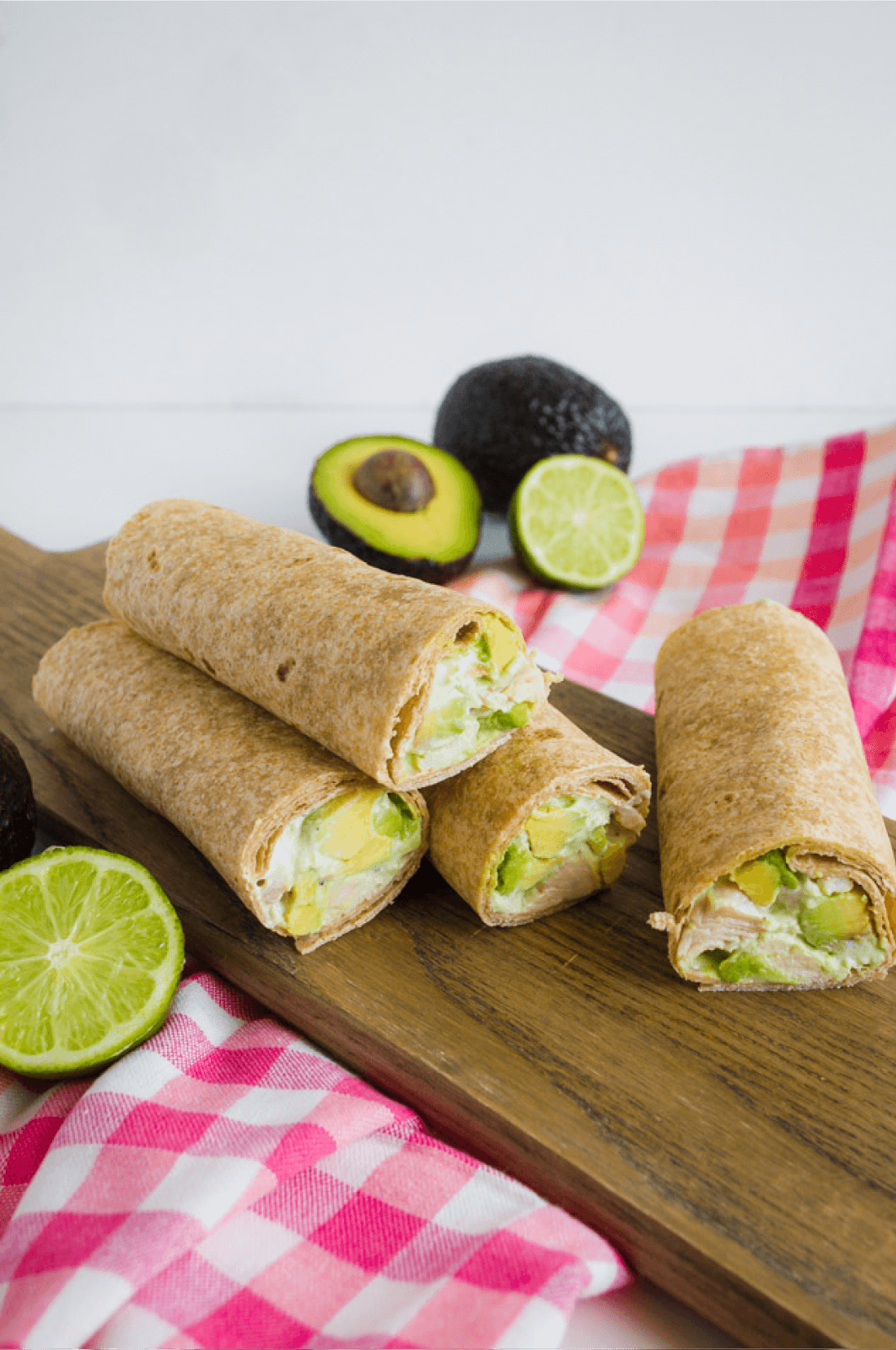 Avocado Chicken Wraps - a great alternative healthy dinner recipes www.thirtyhandmadedays.com