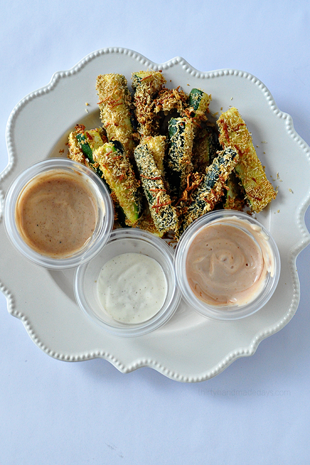 Baked Zucchini Sticks - a healthy take on a delicious side dish or appetizer! www.thirtyhandmadedays.com