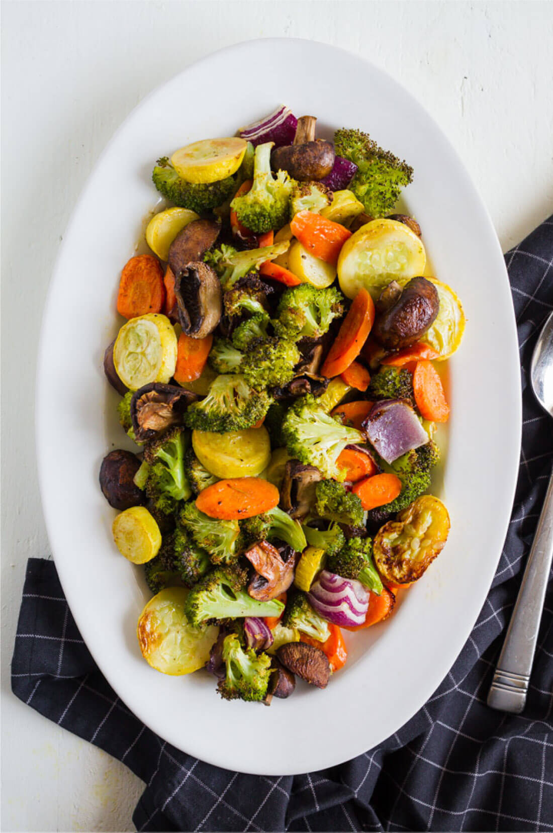 Easy Roasted Vegetables - use this way to make a healthy side dish with every meal. www.thirtyhandmadedays.com