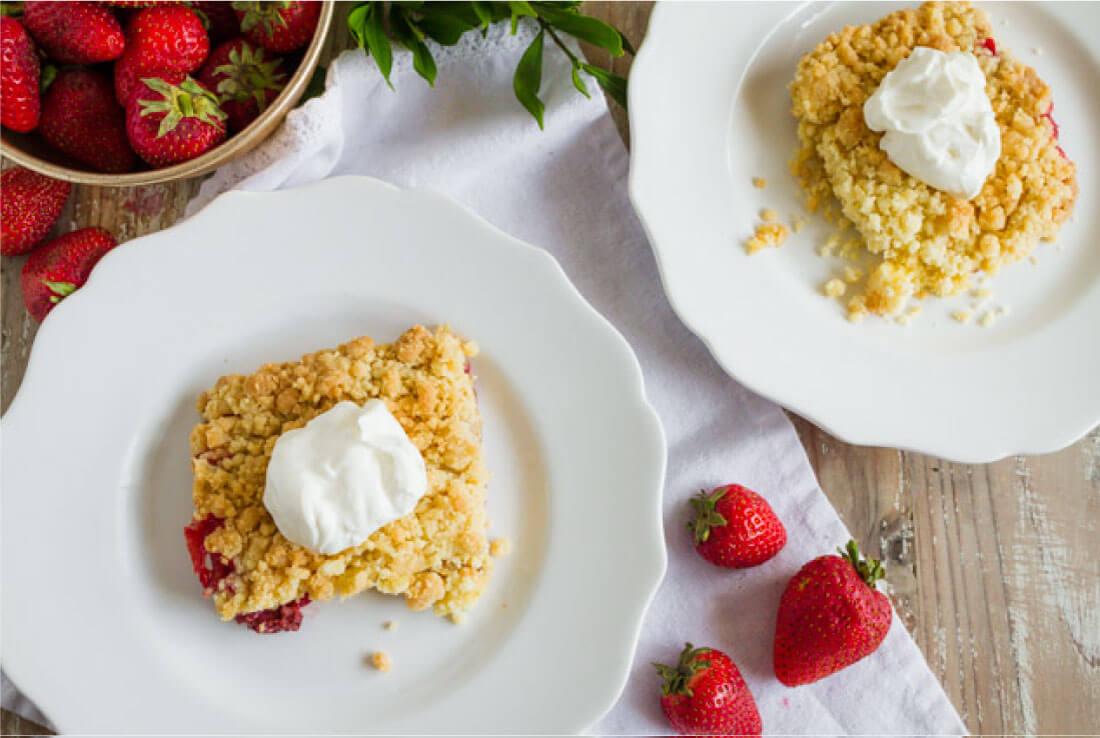 Strawberry Dump Cake - the easiest dessert recipe you'll ever make! via www.thirtyhandmadedays.com