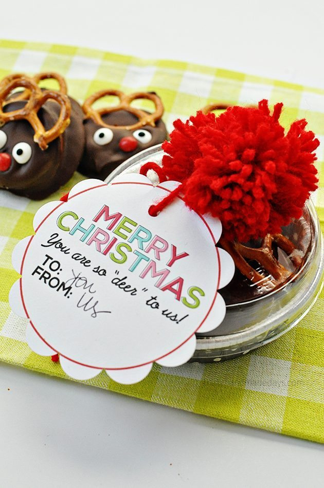 Reindeer peanut butter Ritz holiday cookies with cute tags | Thirty Handmade Days