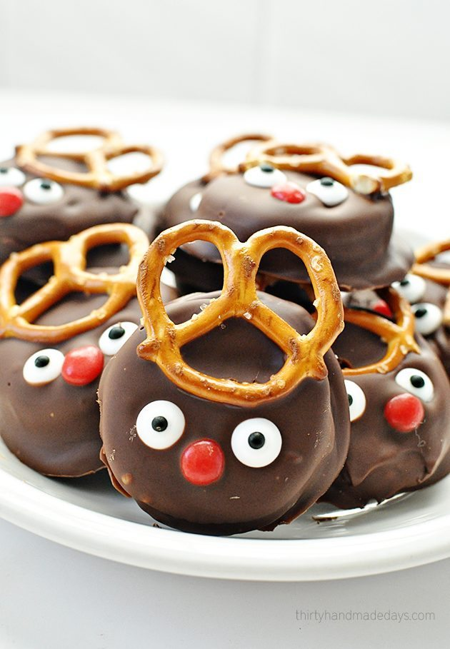 Super easy and fun reindeer peanut butter Ritz holiday cookies www.thirtyhandmadedays.com