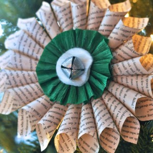 Paper Medallion Christmas Decoration from Make Life Lovely
