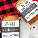 Christmas Bread Wrappers - use these cute printable wrappers to make your bread extra special. via www.thirtyhandmadedays.com