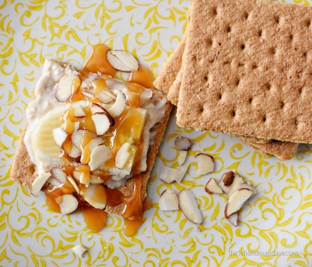 Caramel Banana Grahams- I put all my favorite things into one delicious bite. Must try dessert! thirtyhandmadedays.com