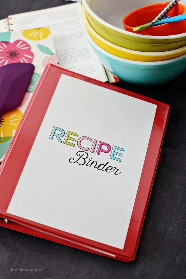 Mini Recipe Binder - perfect little binder to store favorite family recipes - thirtyhandmadedays.com