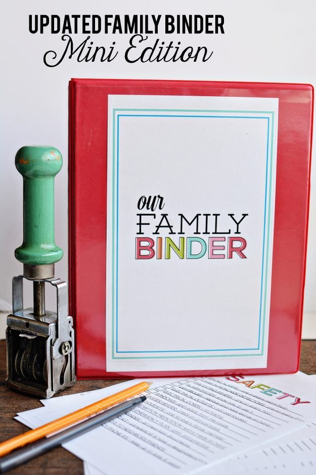Updated Family Binder, Mini Edition - the perfect little mini binder to store everything in one spot! thirtyhandmadedays.com