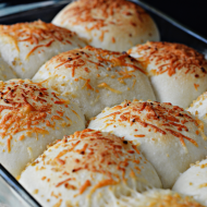 4 Ingredient Garlic Rolls