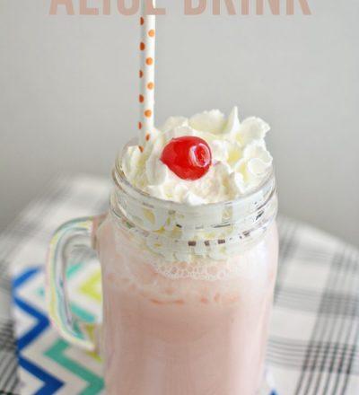 Simple & Easy to Make Alice Drink from www.thirtyhandmadedays.com
