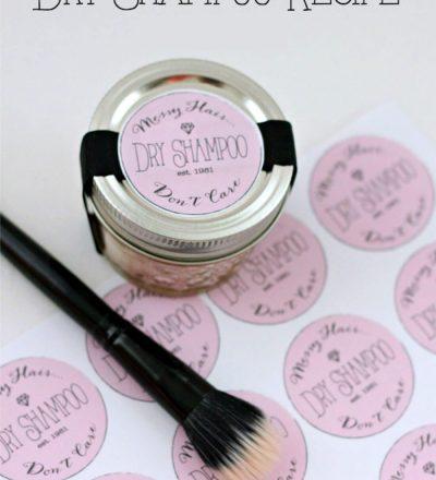 DIY Dry Shampoo - make your own dry shampoo with just 2 ingredients! www.thirtyhandmadedays.com
