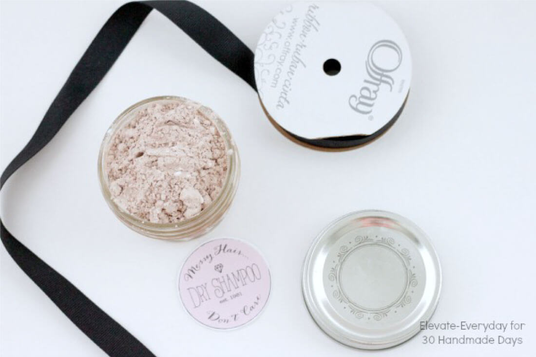 DIY Dry Shampoo - make your own dry shampoo with just 2 ingredients! Gift idea..  www.thirtyhandmadedays.com