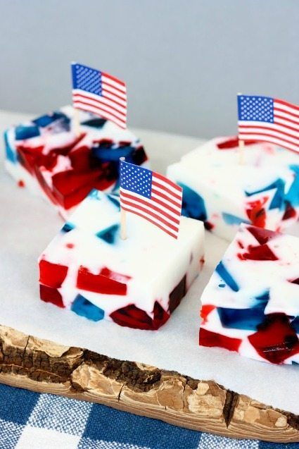 25+ of the Best Patriotic Desserts / thirtyhandmadedays.com