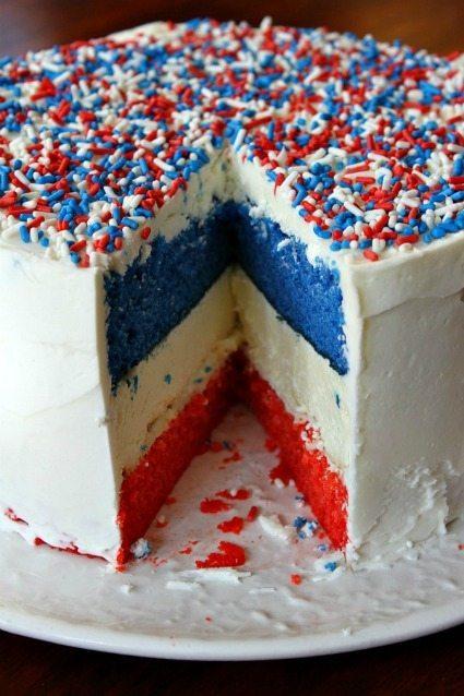 4th of July Cake Recipe plus 25+ other desserts / thirtyhandmadedays.com