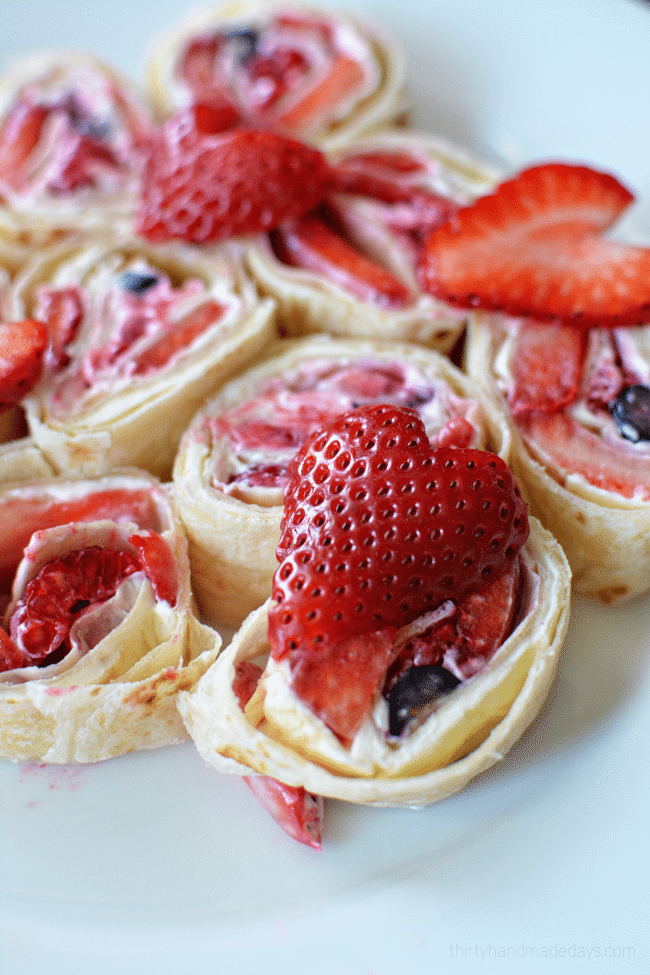 Fruit Pinwheels - easy snack to make for after school from www.thirtyhandmadedays.com