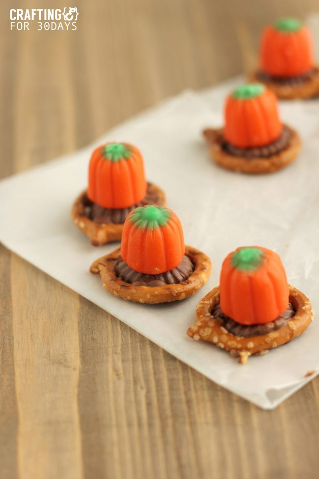 Peanut Butter Pumpkin Bites from Crafting E via www.thirtyhandmadedays.com