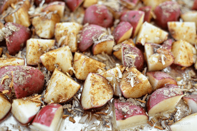 Simple Oven Roasted Red Potatoes - you only need 3 ingredients and these are the best! thirtyhandmadedays.com